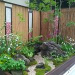 軽トラックの庭